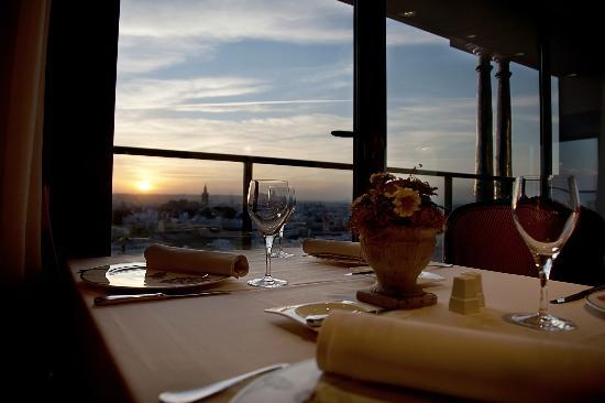 Al Zagal Panoramico: Detalle de mesa con vistas