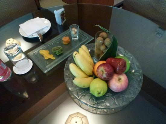 Conrad Bangkok Hotel: Welcoming fruits.