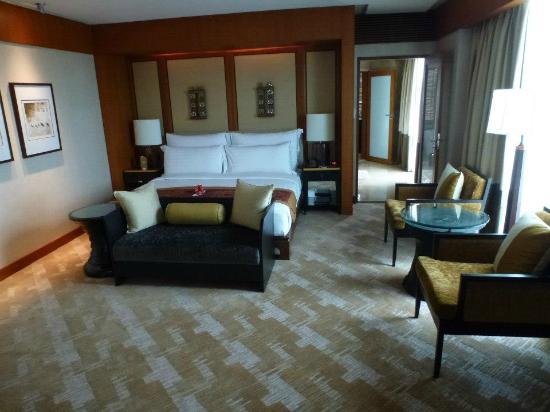 Conrad Bangkok Hotel: Bedroom.