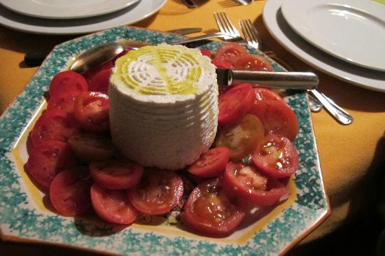 Fattoria il Trebbio - Agriturismo e B&B: Ricotta con gli ultimi pomidoro dell'orto