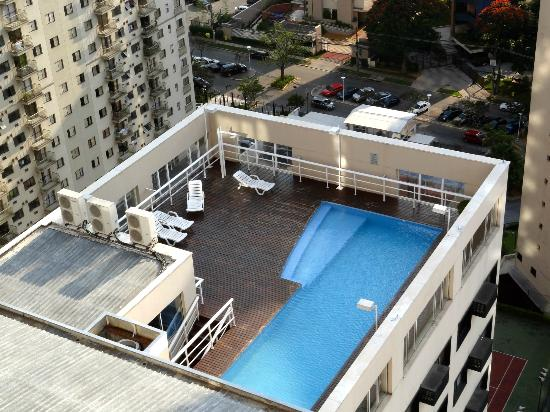 Quality Suites Alphaville: View from the 18th floor to the pool area.