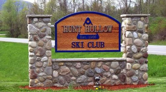 Naples, Nowy Jork: Hunt Hollow entry sign