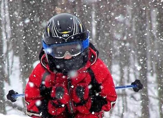 Happy Hunt Hollow skiier