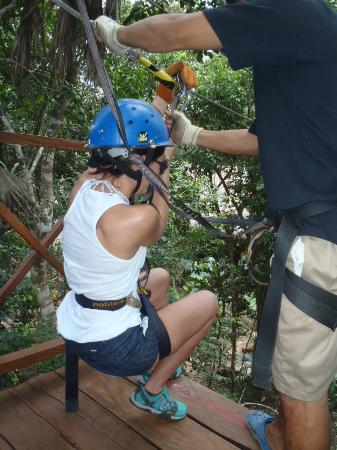Hummer Jungle Tours: zipline
