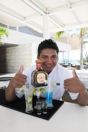 Blue Diamond Luxury Boutique Hotel: Javier - Bartender