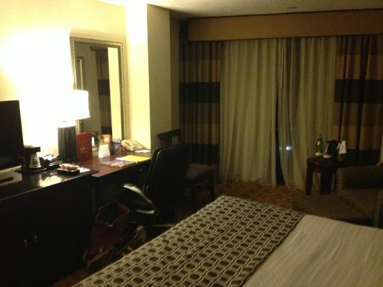 Crowne Plaza Austin: executive level room