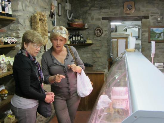 Dolce Maria: Paoula and Charlene at local market