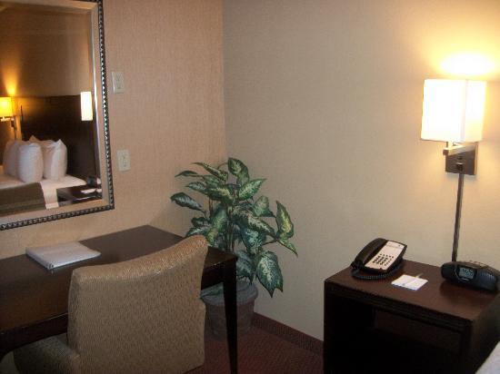 Hampton Inn Waldorf : The Room