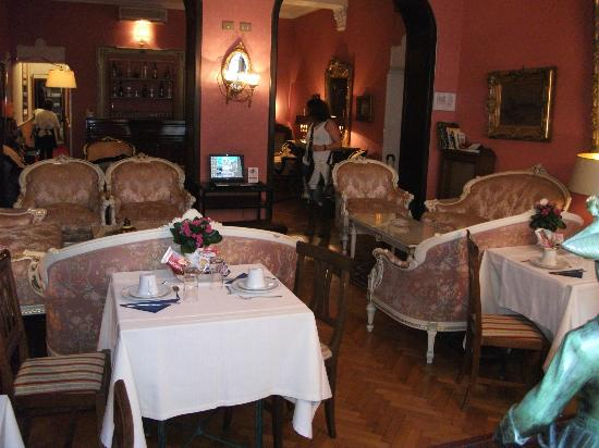 Residenza Frattina: breakfast room
