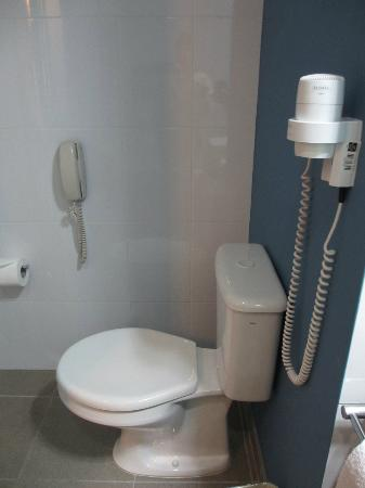 Novotel Cusco: Phone and hairdryer in the bathroom.