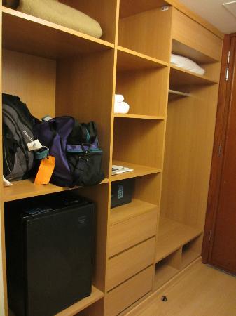 نوفوتيل كوسكو: Closet
