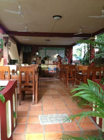 Bou Savy Guest House: Restaurant