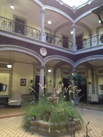 Hotel Morales Historical & Colonial Downtown Core: Al abrir la puerta de la habitación