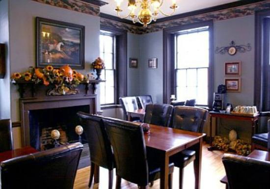 Inn by the Bandstand: Dinning Room