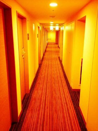 The B Ikebukuro: Clean hallway.