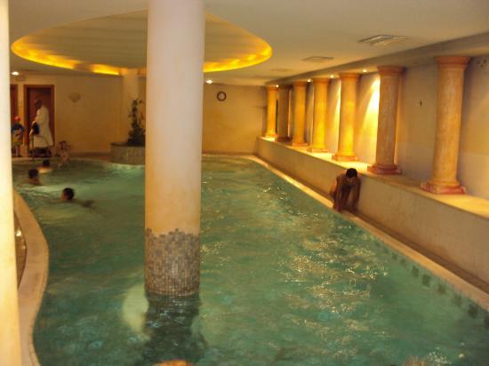 Hotel Restaurant Maria Theresia: Piscina