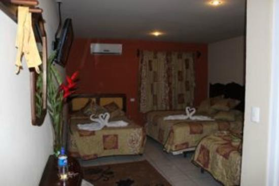 Berlor Airport Inn: Room with 3 beds