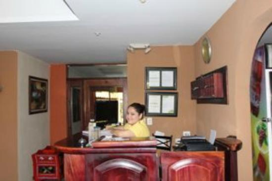 Berlor Airport Inn: Check-in