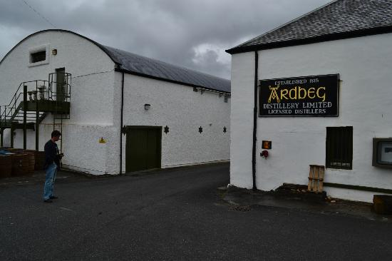 Ardbeg Distillery: i'd like to sneak there
