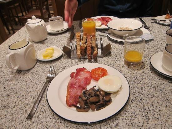 Morgan Hotel: Hearty and delicious breakfast.