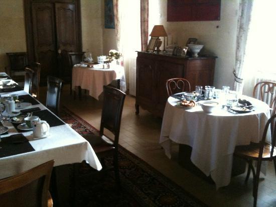 Domaine de Rhodes: salle du petit dejeuner