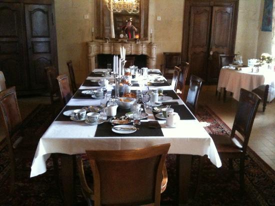 Domaine de Rhodes: petit dejeuner
