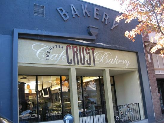Upper Crust Bakery: Good people watcing from the patio seats.