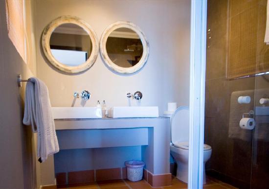Dolphin Dunes Guesthouse: Bathroom 1