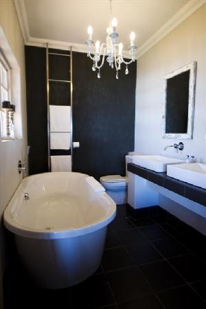 Dolphin Dunes Guesthouse: Bathroom 3