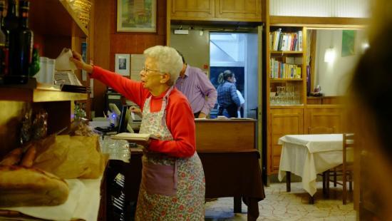 Cafaggi: Grand mother serving