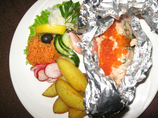 Ulvi Köök : Salmon with cheese, row and shrimps in foil, served with a sallad and potato wedges. Yummie!