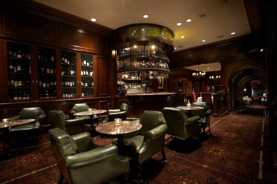 Hy's Steakhouse & Cocktail Bar: The Bar