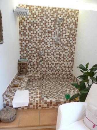 La Almunia del Valle: Bath and shower