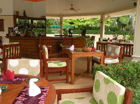Santiburi Beach Resort & Spa : Pool bar