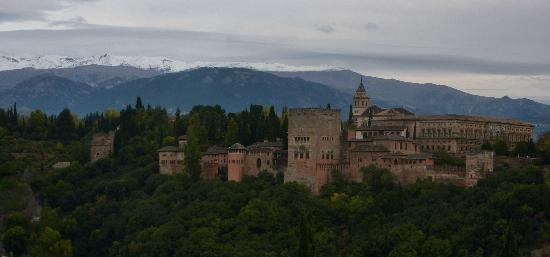La Almunia del Valle: View of Alhambra from Granada