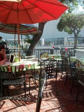 Cafe Metropole: patio dining