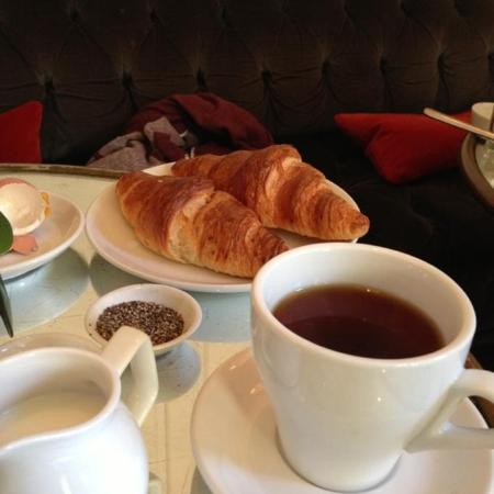 The Halcyon Hotel: Continental Breakfast!
