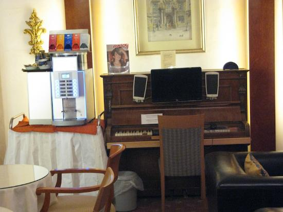 Pertschy Palais Hotel: This is the family area/cappuccino maker/business center -piano is a stand for the computer