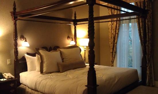 Old Mill Toronto : Bedroom