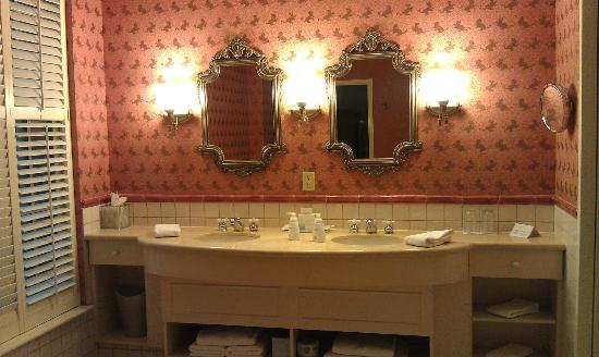 Old Mill Toronto : Bathroom