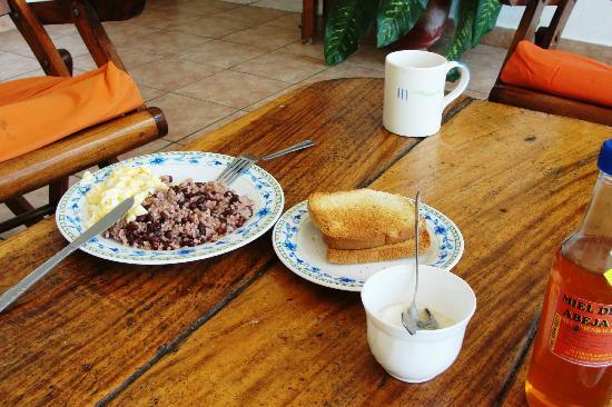 HC Liri Hotel: breakfast