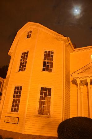 Tobacco Road Tours: Raleigh Haunted Footsteps Ghost Tour - Peg-leged Ghost
