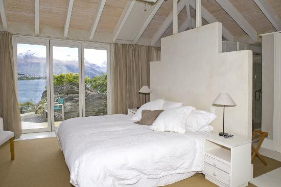 Twin Peaks Bed and Breakfast,: Our King Room with View