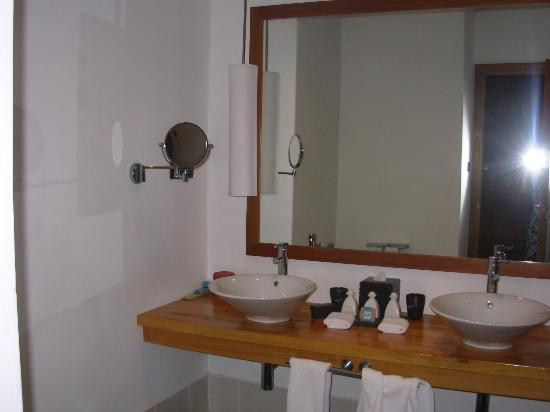 Meeru Island Resort & Spa: Bathroom