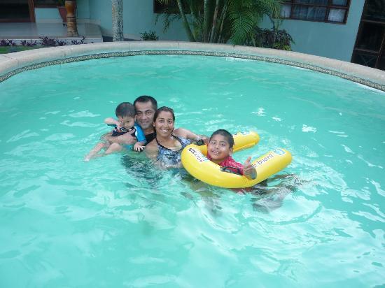 La Posada de Lobo Hotel & Suites: En la piscina del hotel