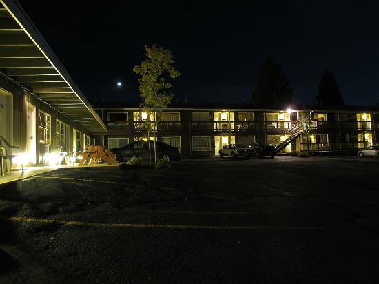 Coyote Mountain Lodge: the motel