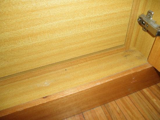 Molhe Apartments-Ponte Nova: Polvo en el armario
