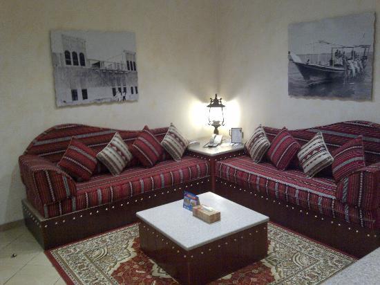 Al Liwan Suites: Salita