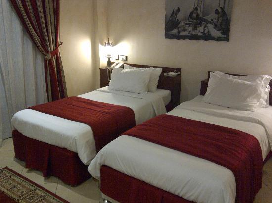 Al Liwan Suites: Camas