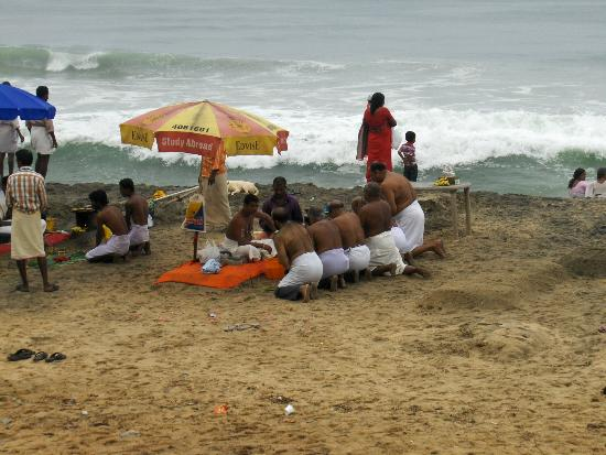Varkala Beach : A religious ceremony on Papanasam beach